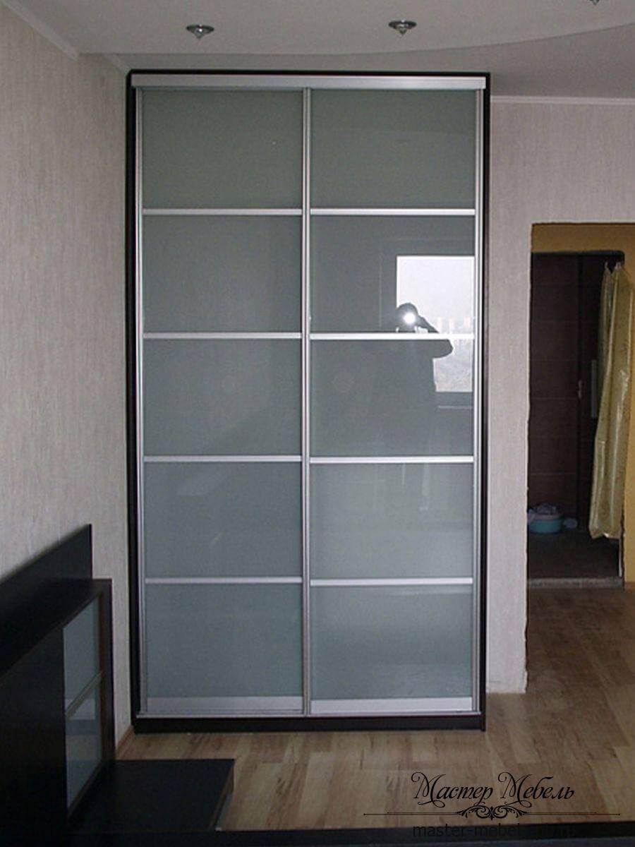 шкаф-купе со стеклянными дверями